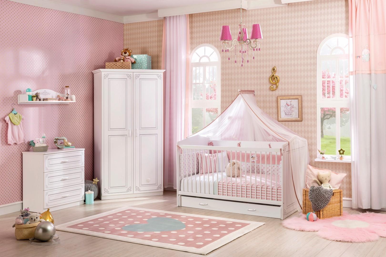 Babykamer voorbeeld met lampen met naam van je kindje